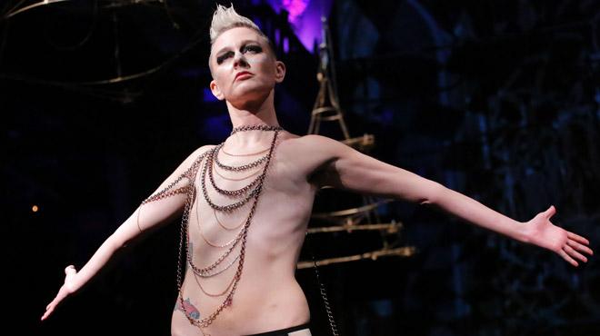 Mujeres con cáncer de mama desfilan orgullosas en Nueva York