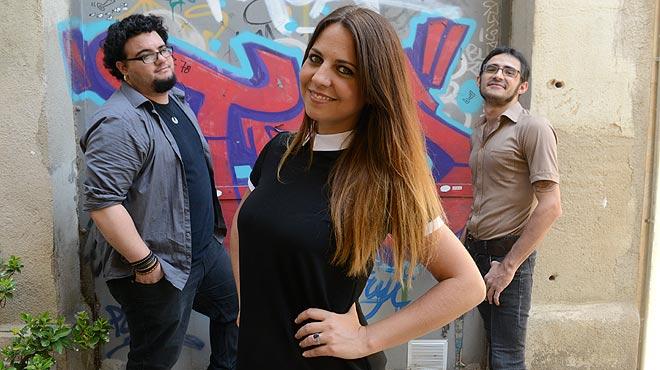 Lidia Guevara, con Victor Gorriti (derecha) y Berenguer Aina, con quienes grab�unaversi�n ac�stica de 'Ahora que ya no est�s' para M�sica Directa.