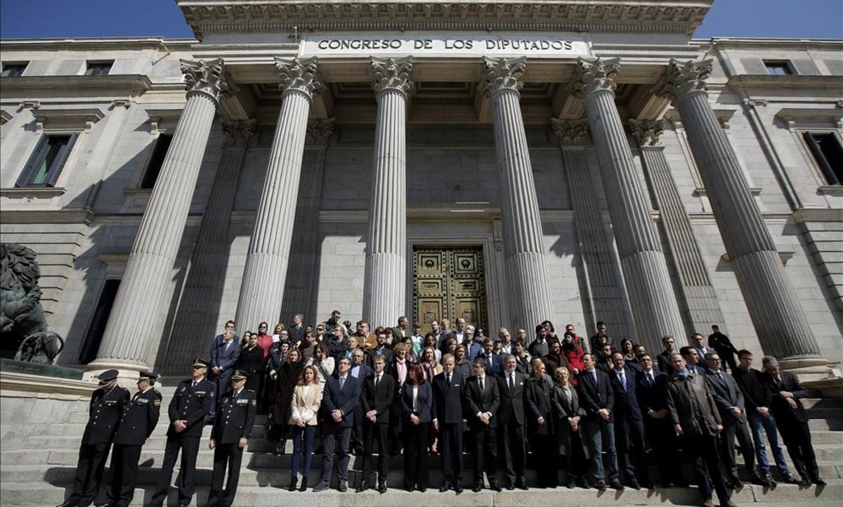 PP y Ciudadanos aprovechan el zarpazo yihadista para intentar alejar al PSOE de Podemos