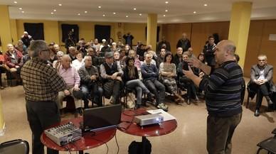 Reunión de vecinos de Sanfeliu para pedir la expulsión del 'cura legionario'.
