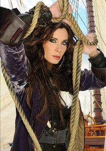Pilar Rubio, en una imagen promocional de la serie de Tele 5 'Piratas'.