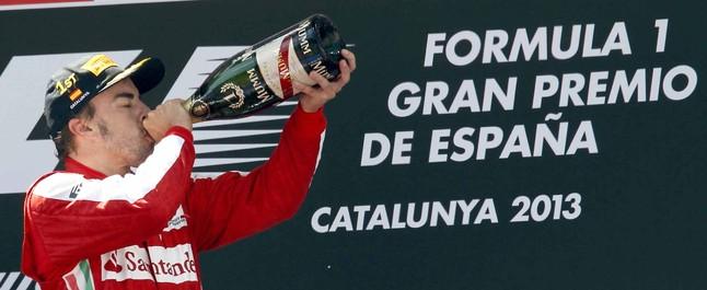 Fernando Alonso, en el podio de Montmeló