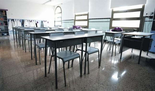 Pupitres vacíos 8 Aula del colegio concertado Marillac, en el Eixample de Barcelona, ayer.