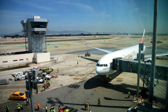 Un avió, a laeroport del Prat.