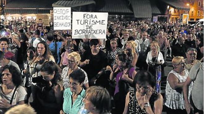 La manifestaci�n del jueves por la noche aglutin� a vecinos de todas las edades.