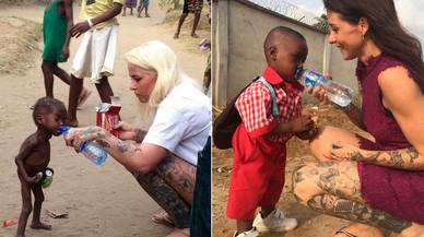 El nen nigerià Hope i la seva salvadora recreen la foto viral un any després