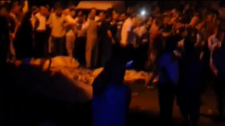 Un terrorista suicida ha causado al menos 51 muertos al hacerse estalalr en una boda en Turquía.