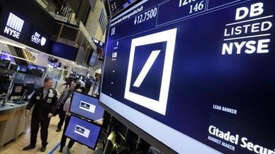 La cotizaci�n del Deutsche Bank en una pantalla informativa de la Bolsa de Nueva York, ayer.