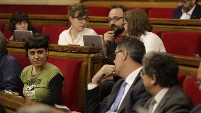 Bronca per la visita d'Otegi al Parlament en la sessió del control al Govern