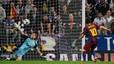Goleador. Messi se ha sacado la espina que tenía clavada tras disputar diez partidos contra equipos entrenados por José Mourinho y no conseguir ningún gol. El argentino batió a Casillas de penalti.