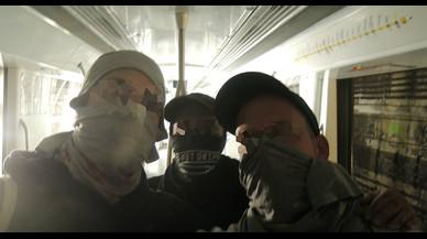 Detinguts in fraganti dos grafiters per pintar dos vagons del metro de Barcelona