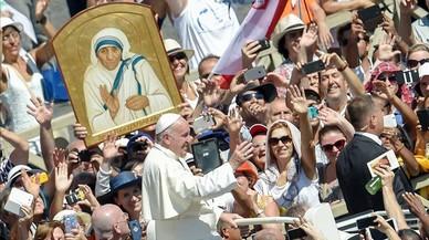 El Papa carrega contra el crim de la pobresa en la canonització de Teresa de Calcuta