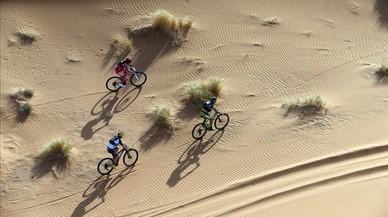 Imagen de un momento de la prueba ciclista de la Titan Desert