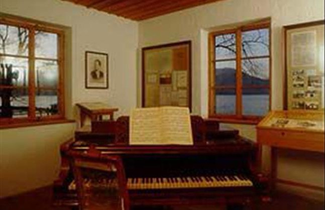 La casita de mahler por rosa massagu for Cabine del lago casitas