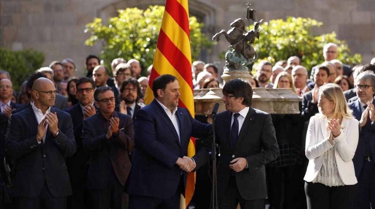 """El Govern en ple es conjura per """"organitzar, convocar i celebrar"""" el referèndum"""