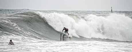 Jueves, playa de Sant Sebasti�, con olas de hasta cinco metros.