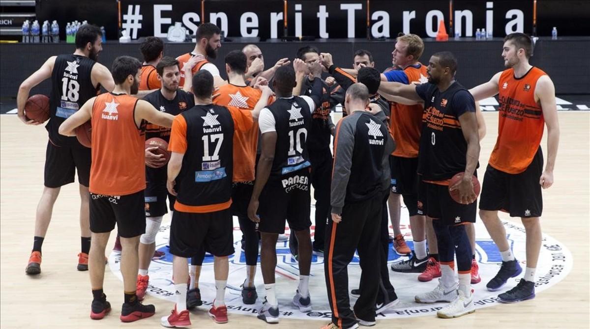 Los jugadores del Valencia Basket durante el entrenamiento previo a la final