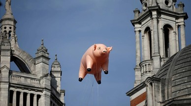 lpedragosa35335092 an inflatable pig from the band pink floyd floats over the v160831232542