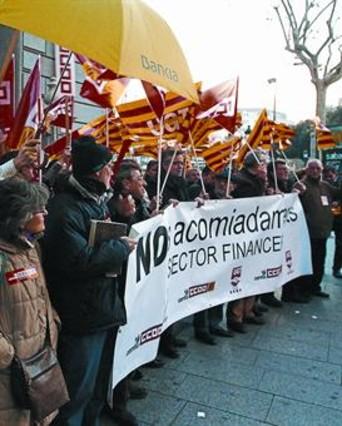 La reforma de catalunya banc prev el cierre de 160 for Catalunya banc oficinas