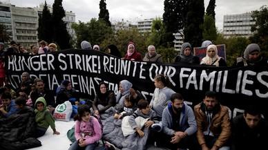 Refugiats sirians comencen una vaga de fam davant el Parlament grec