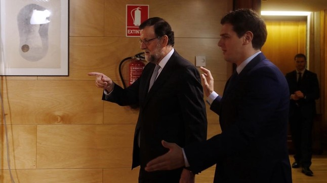 La corrupci�n frustra el intento de acercamiento de Rajoy a Rivera
