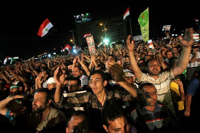Mursi desafia l'Exèrcit i reivindica la seva legitimitat per seguir en el poder