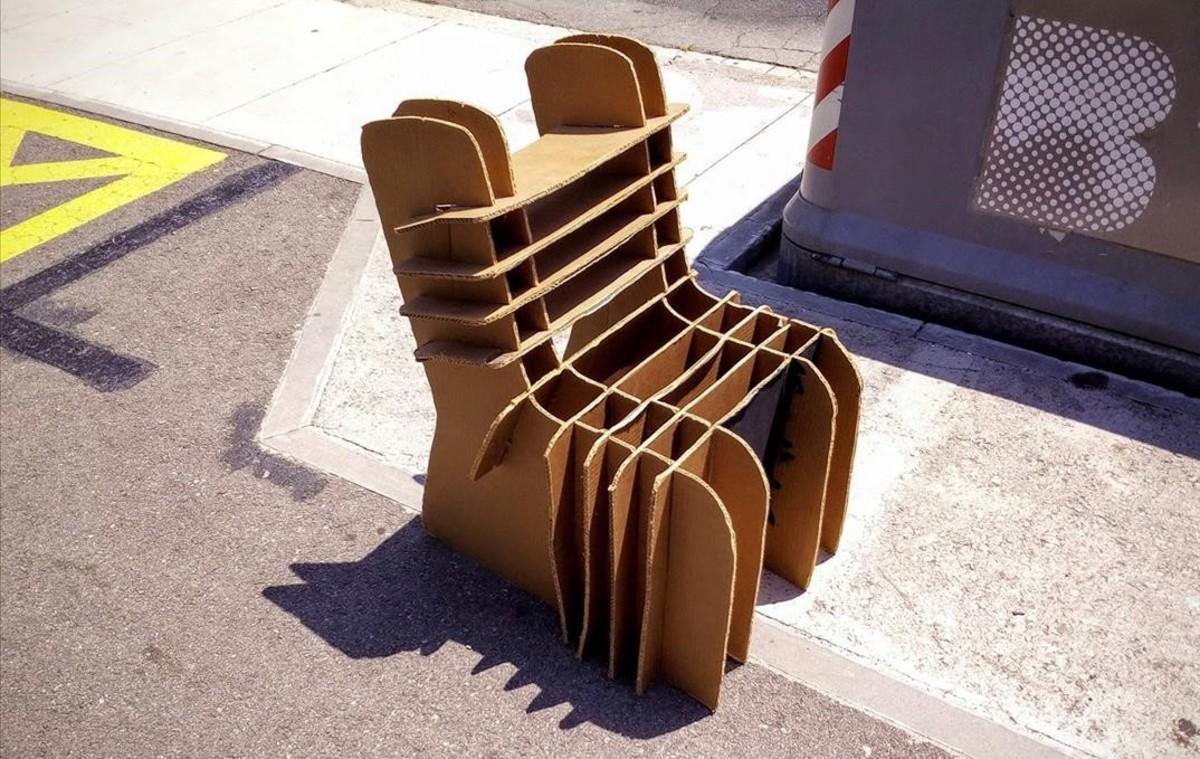 Un seient ecol�gic reutilitzable a prop del recinte Mundet