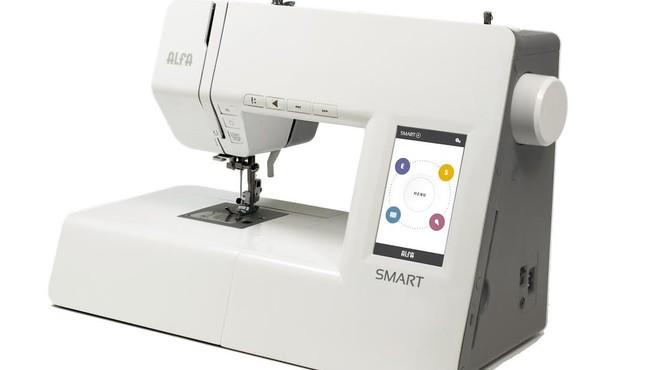 Una maquina de coser inteligente.
