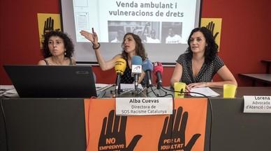 """SOS Racisme titlla l'actitud de Barcelona envers els manters d'""""hipòcrita i racista"""""""