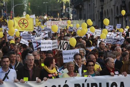 Milers de persones es manifesten des de les 17 hores a Barcelona contra les retallades a les aules anunciats pel Govern de Rajoy i els ja imposats per CiU.
