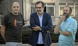 Albert S�ez (centro), entre Juli Alandes (derecha), premio Andr�mina, y Jordi Mas, premio Vicent Andr�s Estell�s.