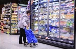 Un ama de casa comprando en un Supermercado