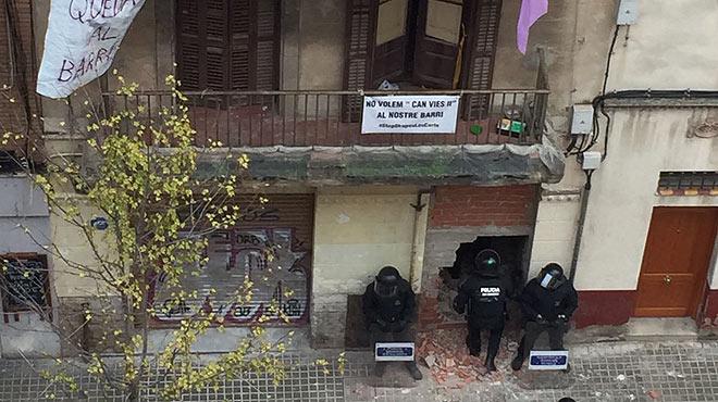 Desallotjament al carrer de Benavent, a Barcelona