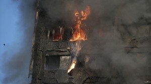 jgblanco38882131 fire rips through grenfell tower as firefighters attempt to 170614090250