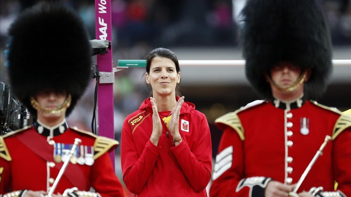 Beitia, entre dos bobbies, en la final de Londres.