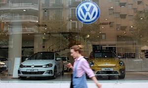 Concesionario de Volkswagen en la calle del Comte dUrgell de Barcelona.