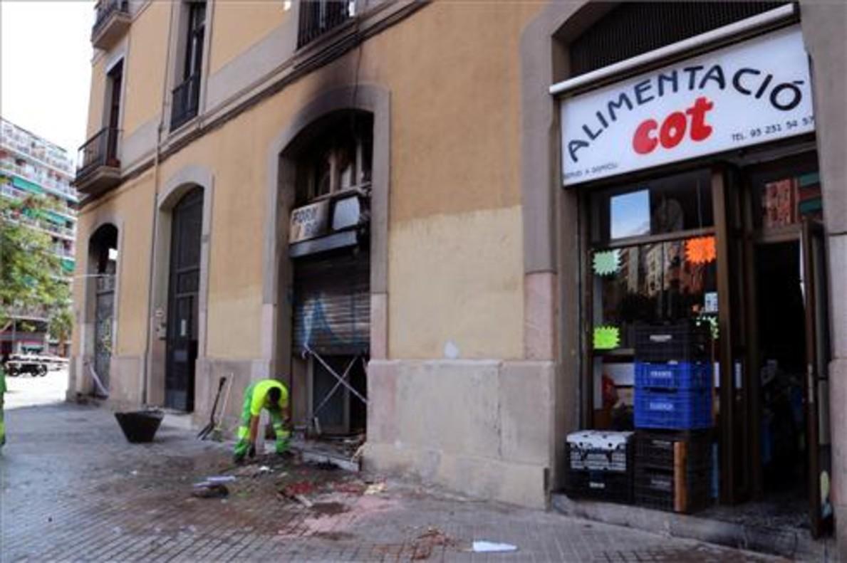 Image result for heridos tras una explosión en una panadería en Barcelona