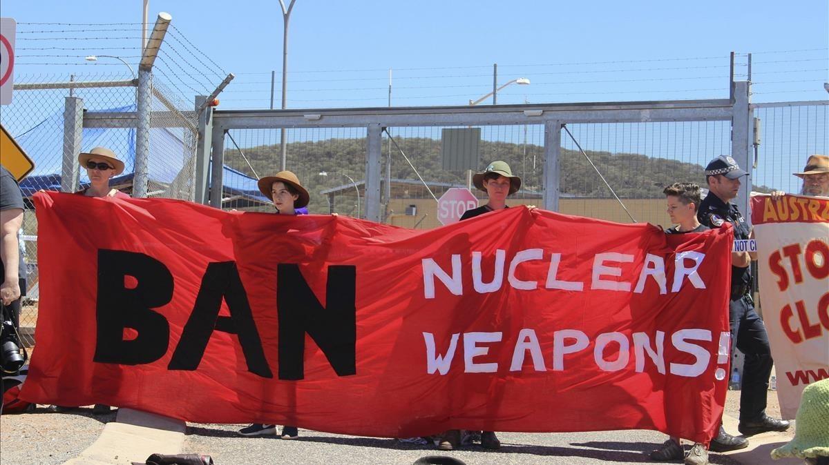 Protesta de activistas del ICAN contra la base de EEUU en Alice Spring (Australia), en el 2016