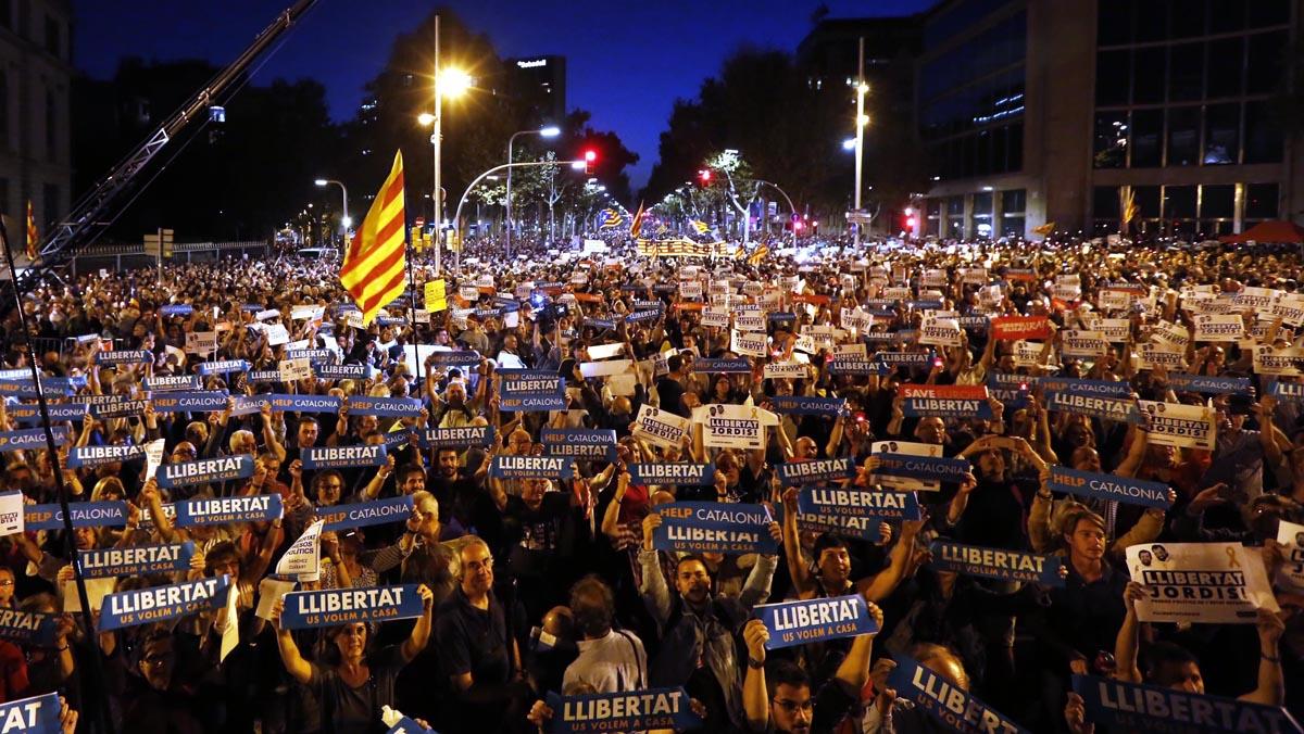 Concentración multitudinaria por Sànchez y Cuixart en Barcelona