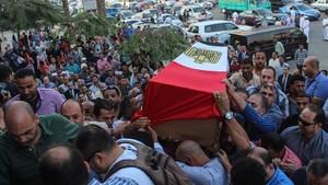 Funeral por un capitán de policía fallecido en el enfrentamiento armado, a 15 kilómetros de El Cairo, el 21 de octubre.