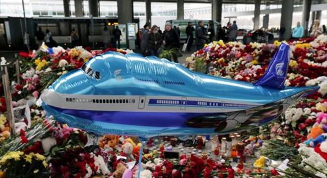 Londres apunta que una bomba va fer caure l'avió rus