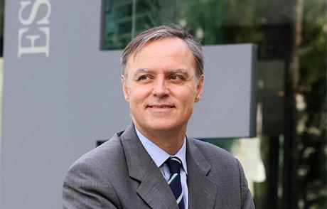 Carlos Losada.