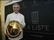 El chef Beno�t Violier, el pasado diciembre, con el premio al mejor restaurante del mundo concedido por 'La Liste'.