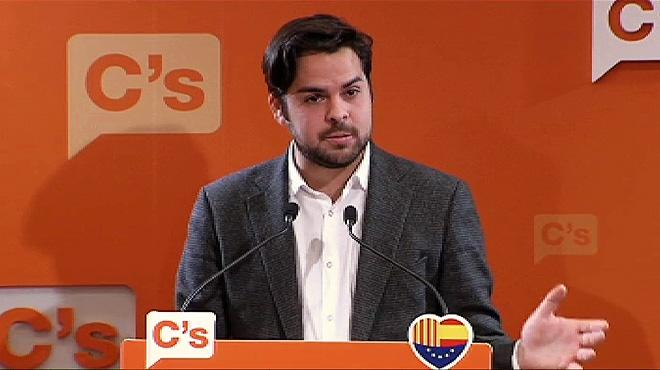 """El secretario de Comunicaci�n de Ciudadanos, Fernando de P�ramo,recuerda que el PSOE firm� que """"uno de los puntos m�s importantes es respetar la uni�n y la igualdad de los espa�oles""""."""