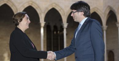 Colau y Puigdemont, tras su reuni�n.