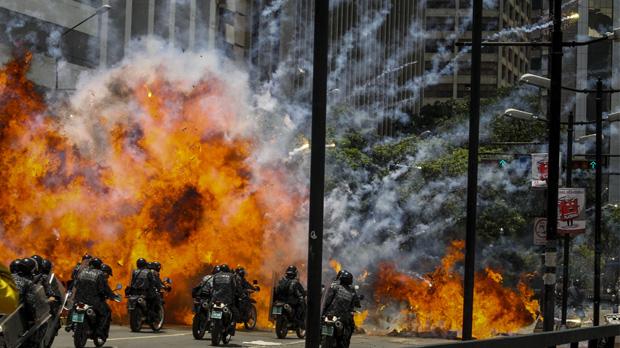 Les eleccions al parlament de Maduro deixen diversos morts i una Veneçuela en flames