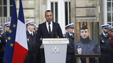 El novio del policía asesinado en París celebra una boda póstuma