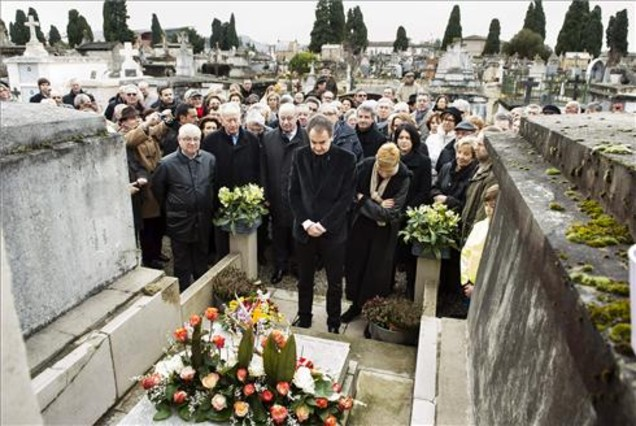 Zapatero visita la tumba de Manuel Aza�a en Francia