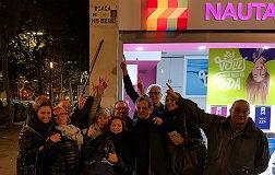 Las 'viudas de Rubianes' colocan su propia placa en la plaza del actor
