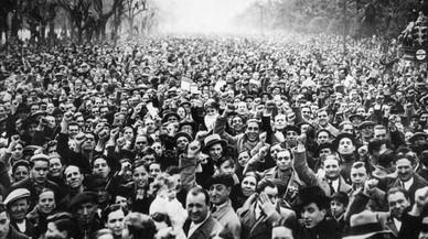 Miles de republicanos se manifiestan en Madrid contra el golpe de Estado, en 1936.